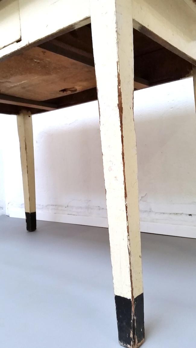 Tisch Mit Linoleum. « 69M² Concept Store